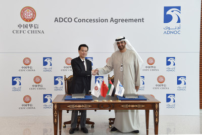 Mr. Ye Jianming, Chairman of China Energy Company Limited and Dr. Sultan Ahmed Al Jaber, CEO of Abu Dhabi National Oil Company , sign the agreement of cooperation in Abu Dhabi, UEA.