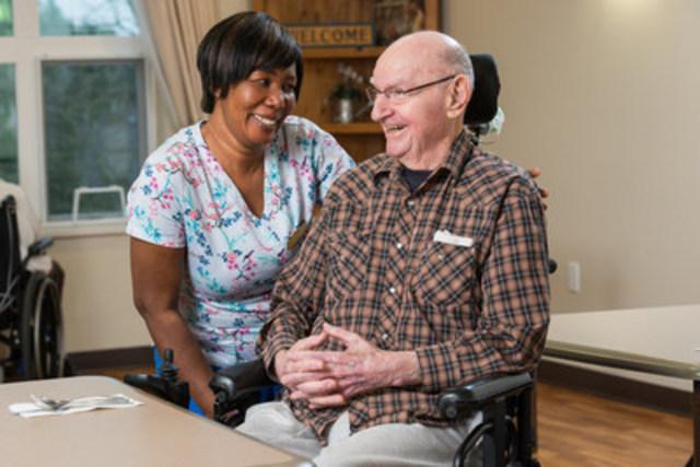 Fraser Health et la Fondation canadienne pour l'amélioration des services de santé s'associent pour réduire le nombre d'hospitalisations des aînés vivant en centre de soins en hébergement (Groupe CNW/Fondation canadienne pour l'amélioration des services de santé)