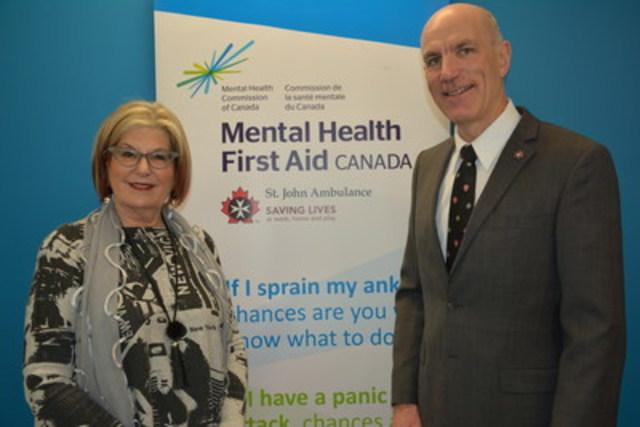 Louise Bradley, PDG de la Commission de la santé mentale du Canada, et Allan Smith, PDG d'Ambulance St-Jean. (Groupe CNW/Commission de la santé mentale du Canada)