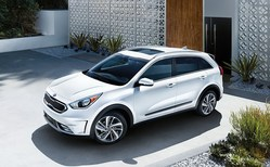 The 2017 Kia Niro averages more than 40 miles per gallon in all of its trim levels, topping the competition in the hybrid crossover class, and it is on the lot at Tampa-area Friendly Kia.