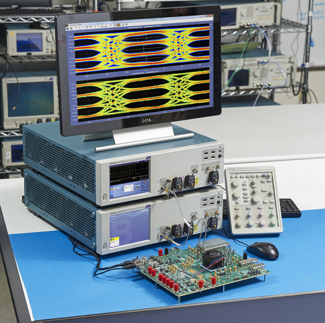 The Tektronix DPO70000SX 70GHz ATI performance oscilloscope analyzing single shot PAM-4 signals with live triggering and post-equalized error detection for 400G standards.