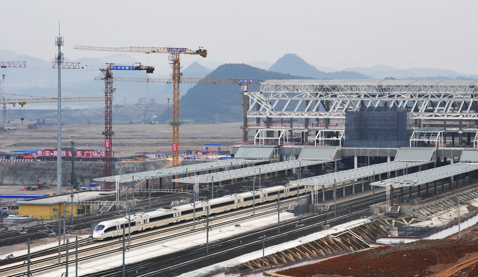 First CRH (China Railway High-Speed) Train Enters Guian