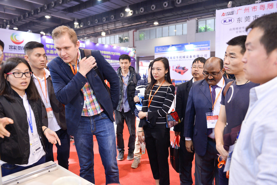 International Signs and LED Exhibition (ISLE) 2017 has brought groundbreaking ideas to 208 thousand professionals. (PRNewsFoto/International Signs and LED Exh)