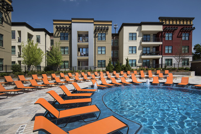 EdR announces its latest acquisition, 319 Bragg, a 305 bed, amenity rich community pedestrian to Auburn University.