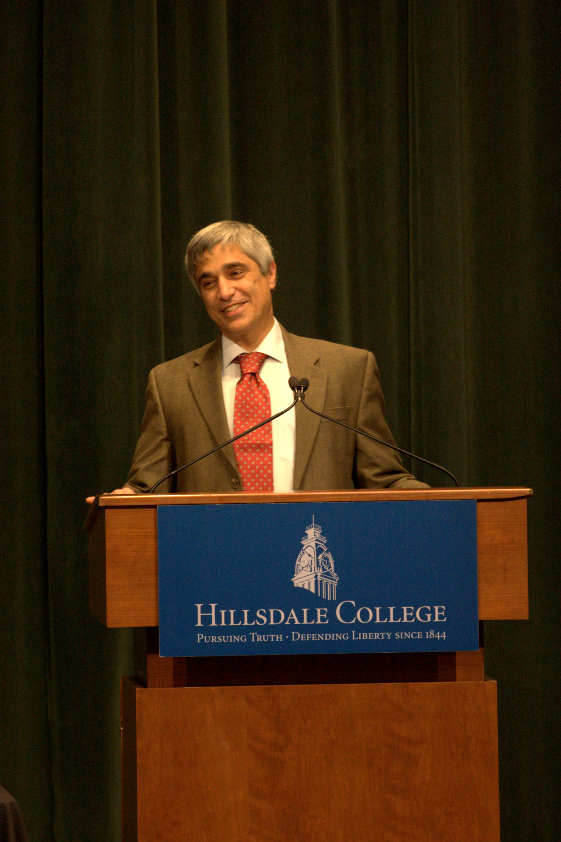Anthony Esolen To Address Hillsdale College Graduating