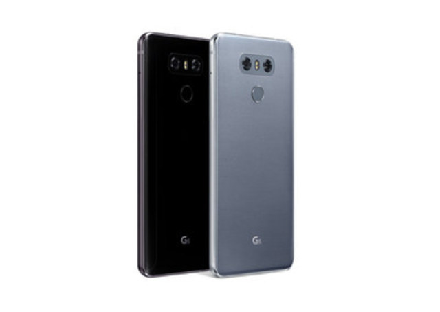 Le LG G6 possède un écran QHD+ de 5,7 pouces (résolution de 2 880 x 1 440) FullVision(MD) et, pour la première fois dans un téléphone intelligent, un format d''écran de 18:9. (Groupe CNW/LG Electronics Canada)