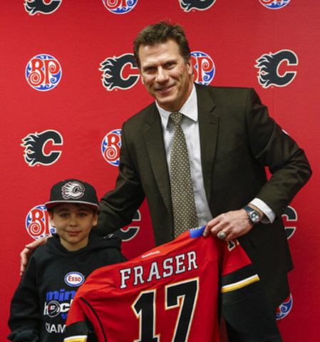 Joel Otto, Calgary Flames Alumni and Calgary Hitmen, Assistant Coach signs contracts with Boston Pizza Flame for a Day winners (CNW Group/Boston Pizza International Inc.)