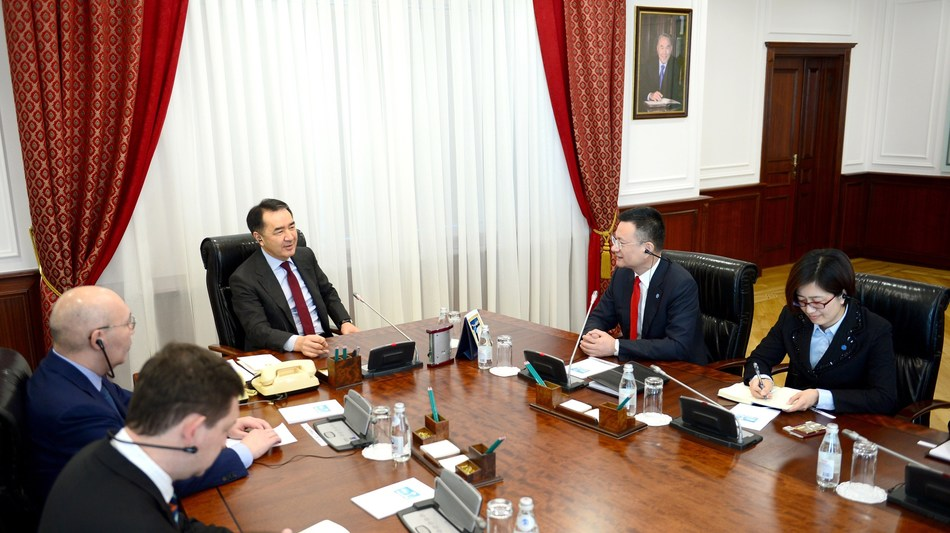 Kazakh Prime Minister meeting the JUMORE delegation led by Chairman Lu Hongxiang (PRNewsFoto/Zhejiang Jumore E-commerce Co.,)