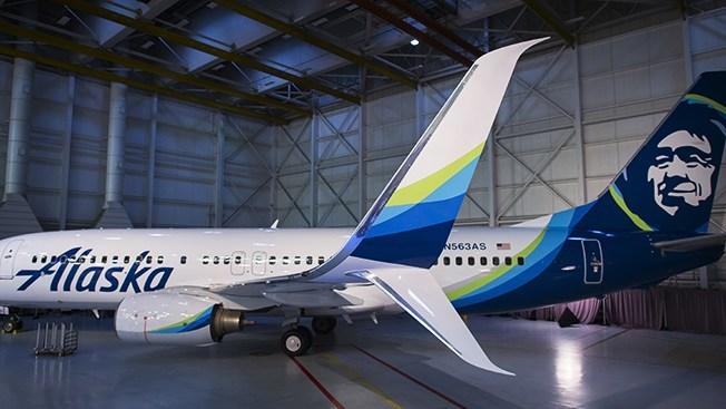 Alaska Airlines 737-800 with Split Scimitar Winglets