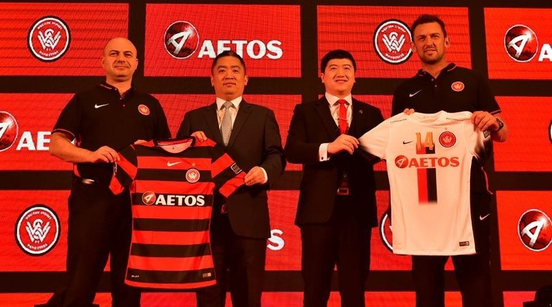 Danny Chan and Leo Cui from AETOS Capital Group, together with John Tsatsimas and Tony Popovich present the team's Home/Away jerseys (PRNewsFoto/AETOS Capital Group Ltd)