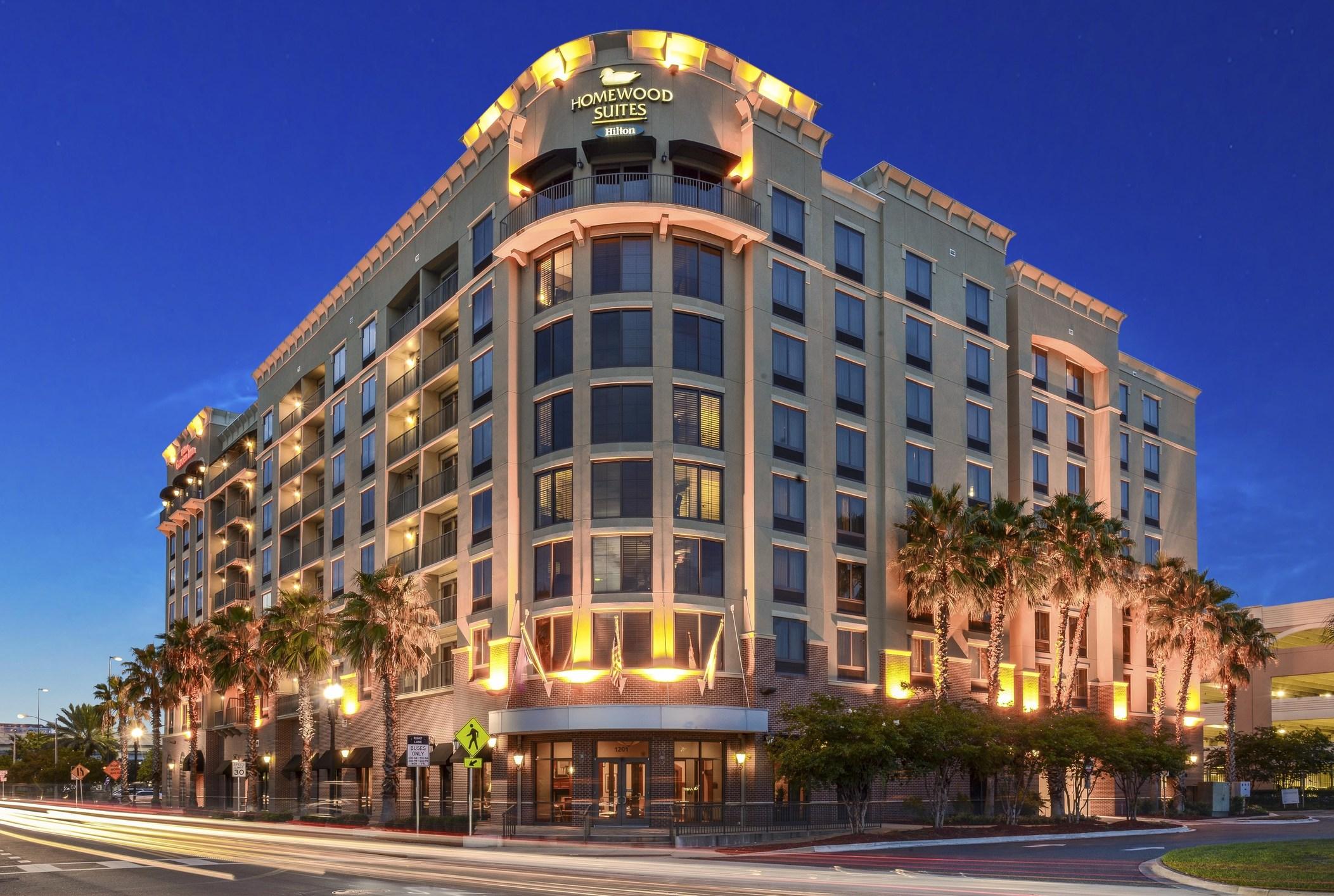 Lingerfelt commonwealth acquires hilton dual branded hotel in downtown jacksonville florida for Hilton garden inn jacksonville nc