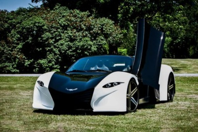 """The Tomahawk features top quality performance, going 0-60 mph in 3 seconds while offering a 370-mile range catering to a unique audience, entering the market as the first and only electric all-wheel drive 2+2 sports car. The car accommodates the big and tall, seating drivers up to 6'5"""" comfortably. Additional features such as rear seats and trunk space add utility, making the Tomahawk an everyday luxury sports car. (CNW Group/Dubuc Motors)"""