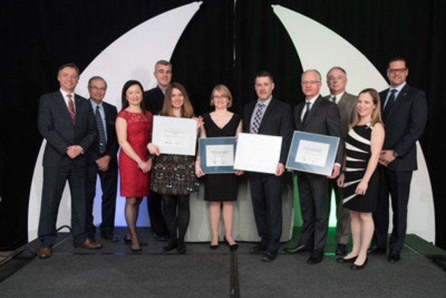 Four of the six recipients of the 2016 Engineers Canada-Manulife Scholarships and the Engineers Canada–TD Insurance Meloche Monnex Scholarships with representatives from Engineers Canada, Manulife, TD Insurance Meloche Monnex, Engineers Nova Scotia, and the The Association of Professional Engineers and Geoscientists of Alberta (APEGA). (CNW Group/Engineers Canada)