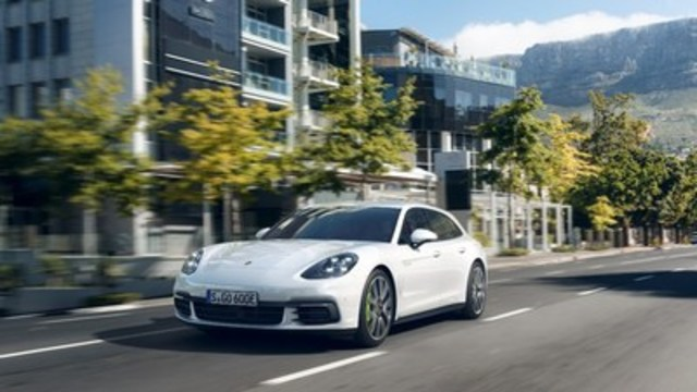 The Panamera 4 E-Hybrid Sport Turismo further expands Porsche's portfolio featuring its advanced plug-in electric hybrid technology. (CNW Group/Porsche Cars Canada)