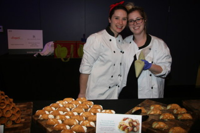 Guests at Dixonlicious 2016 noshed on Longo's signature cannolis in two flavours: original, and a special spring creation - pistachio cannoli made with the finest ricotta from 100% Canadian milk. (CNW Group/Dixon Hall)