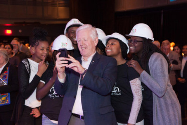 Dixon Hall's Keeping Youth Motivated Committee (KYM) poses for a selfie with the Honourable Bob Rae at Dixonlicious 2016. KYM is a group of 12 young, aspiring future leaders who plan events for youth in the community and lead by example. (CNW Group/Dixon Hall)