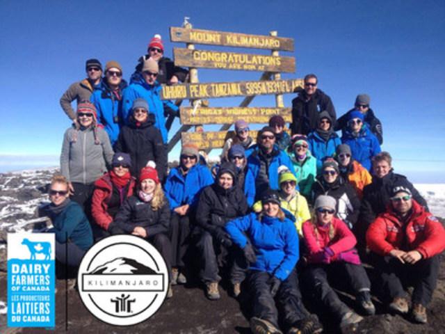 Le groupe de grimpeurs au sommet du Kilimandjaro (Groupe CNW/Dairy Farmers of Canada)