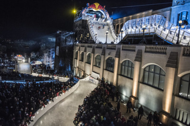 THOUSANDS OF OTTAWA SPECTATORS CELEBRATE FIRST-EVER RED BULL CRASHED ICE EVENT IN THE NATION''S CAPITAL (CNW Group/Red Bull Crashed Ice Ottawa 2017)