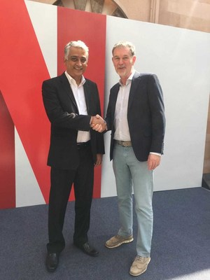 (L-R) Himanshu Patil, COO, Videocon d2h Limited & Reed Hastings, Co-founder and CEO, Netflix (PRNewsFoto/Videocon d2h)
