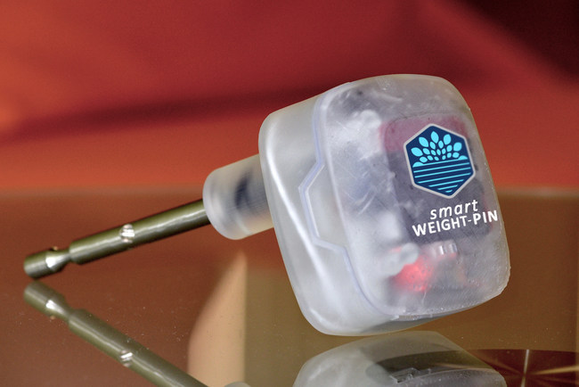 Why are the weight machines in 35,000 health clubs across the country so dumb?  Despite their high-tech appearance, the vital and ubiquitous weight pin remains a passive piece of metal.  Today, Smart Health Club Systems(TM) is unveiling smart WEIGHT-PIN(TM) at IHRSA, the global fitness tradeshow.  Club members will no longer need to record exercises manually because smart WEIGHT-PIN(TM) automatically tracks sets, reps, tempo, range, calories burned and weight-lifted -- as they workout.