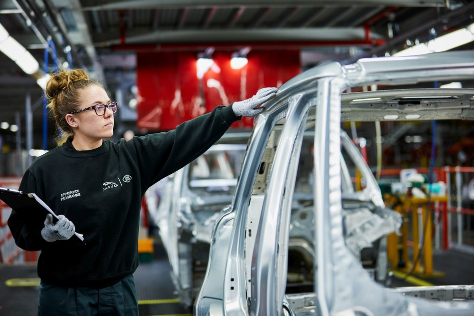 Molly Cartwright, apprentice (PRNewsFoto/Jaguar Land Rover)