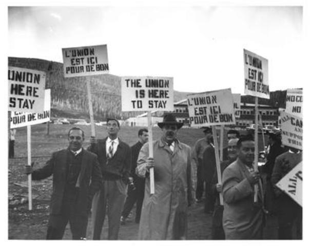 Le 10 mars 1957, les travailleurs de la mine Gaspé à Murdochville entreprenaient une grève pour faire notamment reconnaître leur accréditation syndicale avec le Syndicat des Métallos, qui a mené quelques années plus tard à la reconnaissance syndicale dans le Code du travail en 1964. (Groupe CNW/Syndicat des Metallos (FTQ))