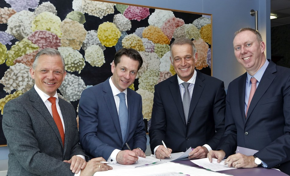 Signing ceremony at Van Lanschot headquarters in Amsterdam. From left to right: Matthias Kröner, Co-founder and CEO of Fidor Bank; Ernst Jansen, COO Private Banking, Van Lanschot; Richard Bruens, member of the Executive Board, Van Lanschot; Ge Drossaert, Chief Commercial Officer and Member of the Board, Fidor AG. (PRNewsFoto/Fidor Solutions)
