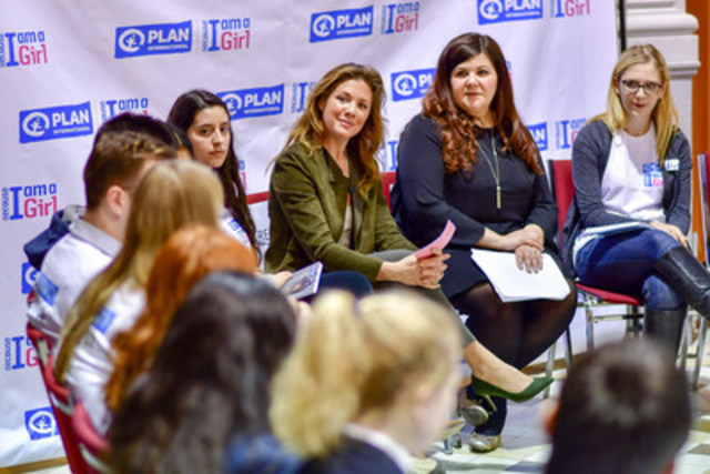 Youth members and supporters of Champions of Change Clubs talk to Plan International Canada Global Ambassador Madame Sophie Grégoire Trudeau and Caroline Riseboro, President and CEO of Plan International Canada about gender equity. (CNW Group/Plan International Canada)