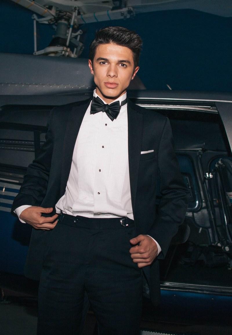 (PRNewsFoto/Moores Clothing For Men)