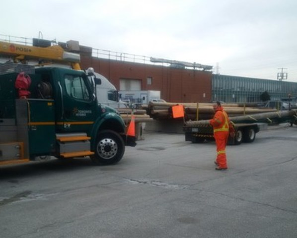 Toronto Hydro crew members have been dispatched to Buffalo, New York to help with power restoration following wind storm. (CNW Group/Toronto Hydro Corporation)