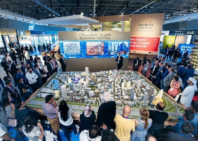 Jumeirah Central COO Morgan Parker showcasing the Jumeirah Central model (PRNewsFoto/Dubai Holding)
