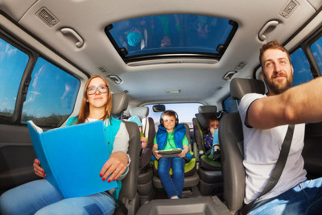 Magna International Inc. gives parents an extra set of eyes with an in-car, video-based child-monitoring system, an industry-first feature to increase safety for drivers and passengers. A digital, megapixel camera over the rear seat gives parents a clear view of children traveling in the rear of the vehicle. (CNW Group/Magna International Inc.)