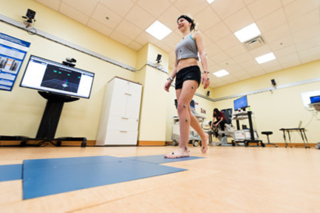 Aurélie Grandchamp, a patient, walking in the Motion Analysis Centre (CNW Group/Shriners Hospitals For Children)