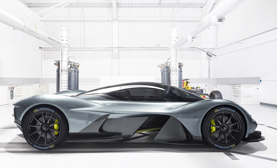 Aston Martin Valkyrie_Michelin (PRNewsFoto/Michelin AIM)