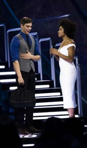 The first evicted houseguest Mark Chrysler, Edmonton, AB, speaks with host Arisa Cox after his eviction (CNW Group/Global Television)