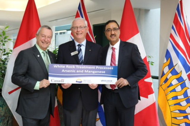 Wayne Baldwin, Mayor of White Rock with the Honourable Amarjeet Sohi, Minister of Infrastructure and Communities and the Honourable Peter Fassbender, Minister of Community, Sport, and Cultural Development. (CNW Group/City of White Rock)
