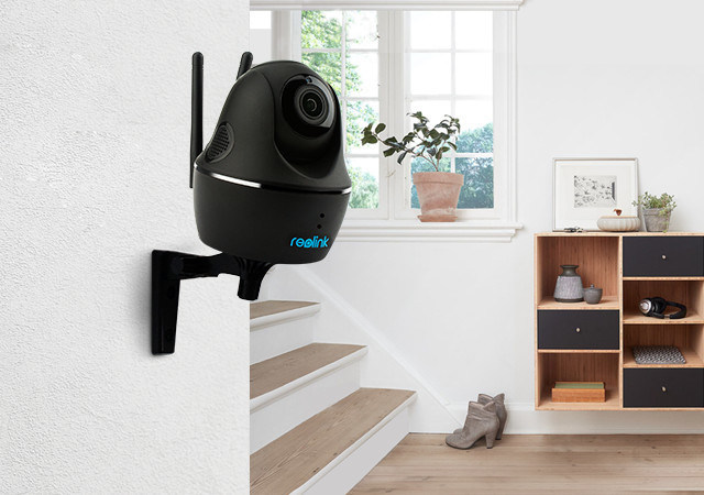 World's First 100% Wire-Free PT Camera