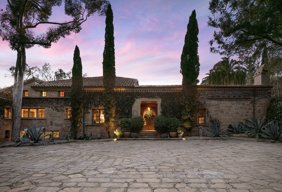 Perched on a crest with views of the ocean, harbor, and mountains, this villa in the hills of Santa Barbara was designed and built in the 1930s by celebrated architect Wallace Frost.