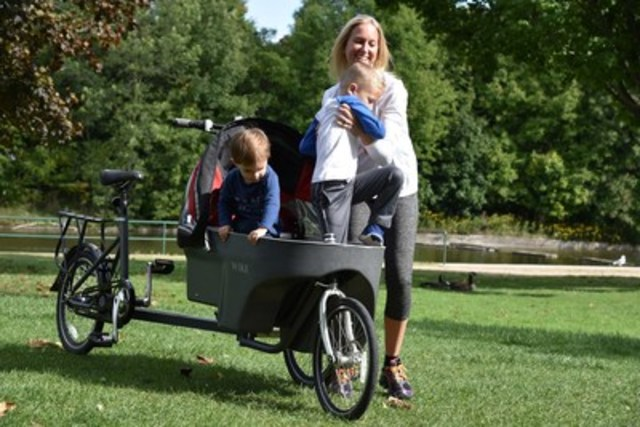The new Wike Salamander converts instantly from a bicycle to a stroller/pushchair or delivery cart without stopping. It is less than 32 inches wide which allows it to pass through any commercial doorway or grocery aisle, and is allowed on transit vehicles such as buses and subway cars. It also conveniently folds in and down for transport in vans or SUVs. (CNW Group/Vivere Ltd.)