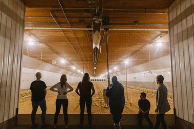 British Columbia chicken farm family (CNW Group/Chicken Farmers of Canada)