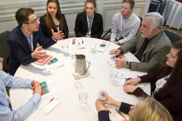Philippe Couillard échange avec des militants du PLQ (Groupe CNW/Parti libéral du Québec)