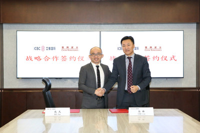 ICBC International Chairman Lin Cong and China Renaissance Group Chairman and CEO Fan Bao at the signing ceremony
