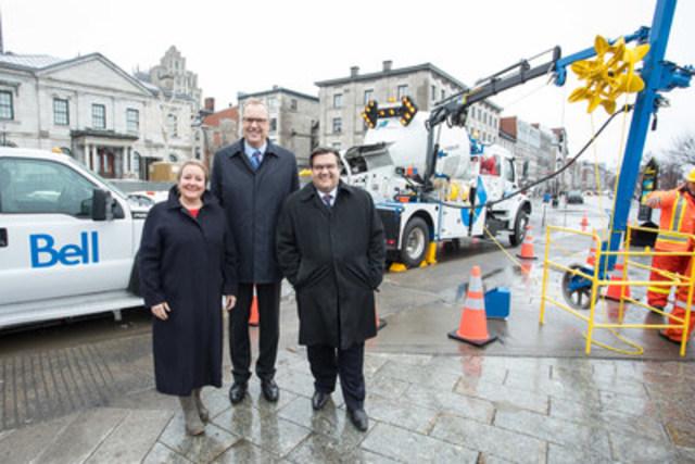 Bell investit 854 millions $ à Montréal pour déployer la fibre optique la plus rapide directement aux foyers et entreprises de la ville. Martine Turcotte, vice-présidente exécutive, Québec, Bell, George Cope, président et chef de la direction, BCE et Bell & Denis Coderre, Maire de Montréal (Groupe CNW/Bell Canada)