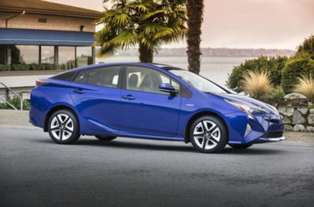 La Toyota Prius 2017 a remporté les grands honneurs de l'Association des journalistes automobile du Canada qui lui a décerné le titre de Voiture canadienne écologique de l'année 2017 (CGCOTY). Photo : Toyota Canada (Groupe CNW/Association des Journalistes Automobile du Canada)