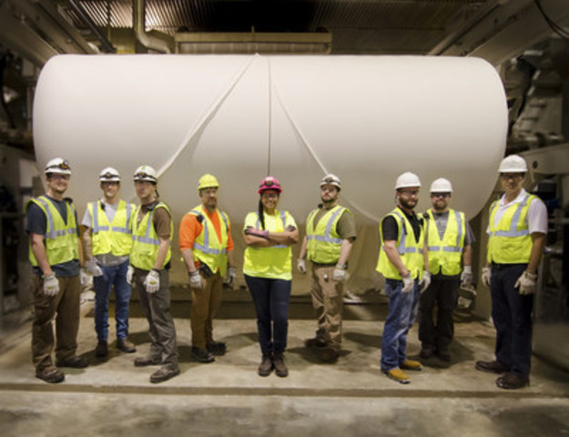 Tissue parent rolls are now being produced at Resolute's new Calhoun (Tennessee) tissue facility. (CNW Group/Resolute Forest Products Inc.)