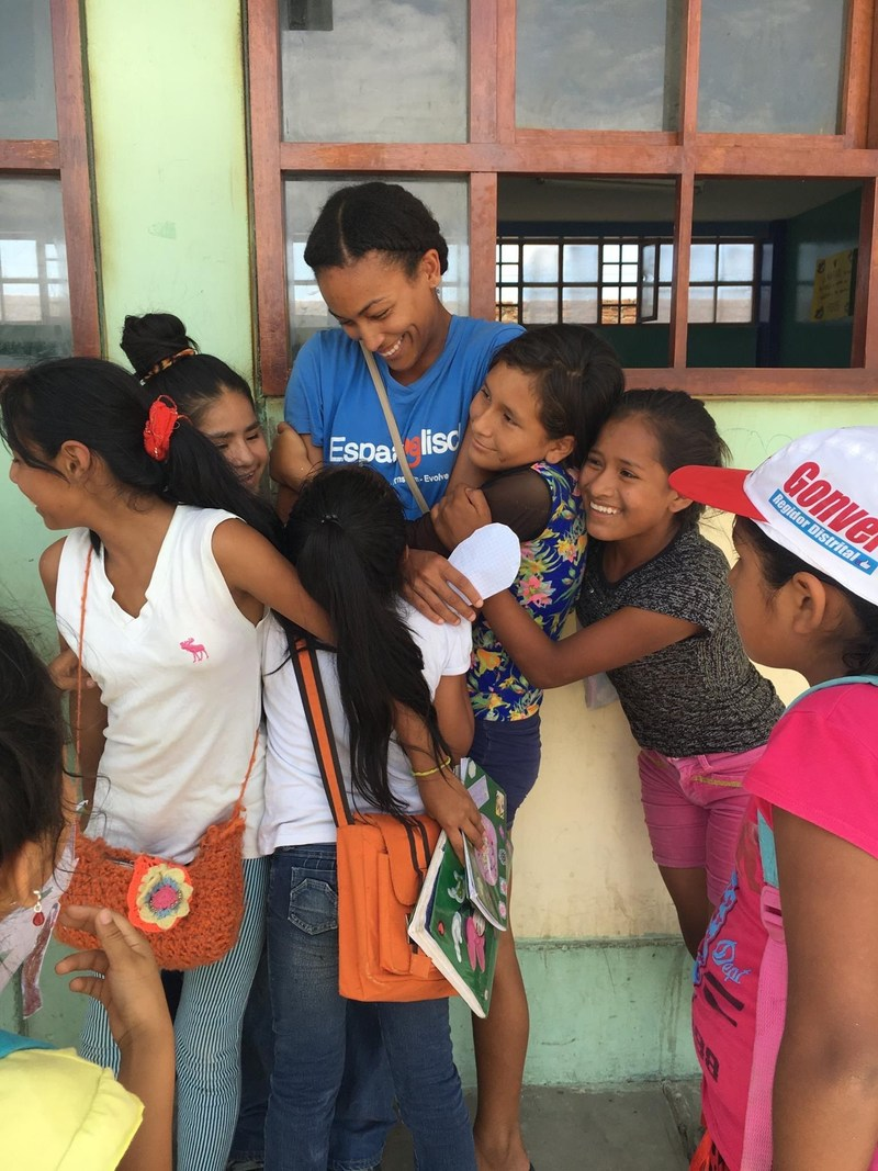 Program participant, Josie Santiago, bonds with the students she volunteers with in Trujillo.