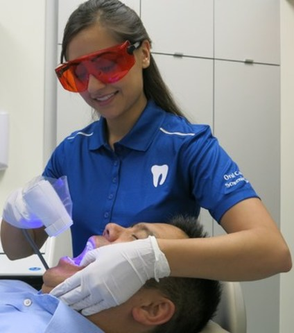 Oral Cancer Screening (CNW Group/Aponia Dental)