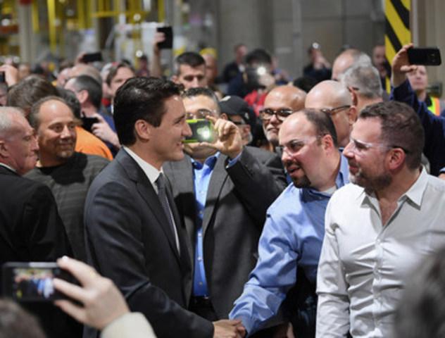 Ford annonçait aujourd'hui un investissement de 500 millions CAD en R et D au Canada, comprenant la mise en place du centre de recherche et d'innovation de Ford à Ottawa, renforçant ainsi le leadership de Ford en matière de connectivité automobile. En ajoutant les 700 millions CAD consacrés aux installations de Windsor et d'Oakville en 2016, Ford a investi un total de 1.2 milliard CAD dans ses opérations canadiennes au cours des six derniers mois. (Groupe CNW/Ford of Canada)