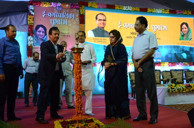 Mr. Sajan Pillai, CEO, UST Global; Shri Shivraj Singh Chouhan, Honorable Chief Minister of Madhya Pradesh; and other dignitaries lighting the lamp (PRNewsFoto/UST Global)