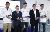 Real Madrid's director of International Relations, Emilio Butragueno (2L), Microsoft Sports' general director, Sebastian Lancestremere (2R), and football players Casemiro, Ruben Yanez y Morata (L, C, R), during the presentation of the first interactive audio guide to visit the Santiago Bernabeu stadium in Madrid, Spain, 03 April 2017. (PRNewsFoto/Microsoft)